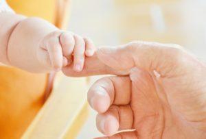 新生児と親